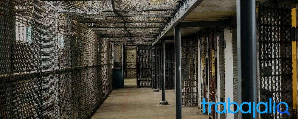 funciones de un funcionario de prisiones