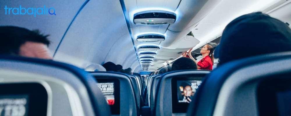 trabajar de azafata de vuelo